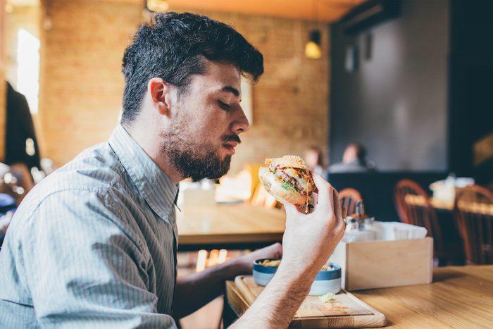 N'hésitez pas à manger seul au restaurant.