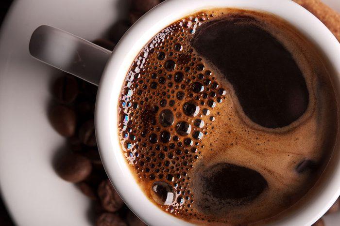Vais-je être déshydraté si je bois du café?