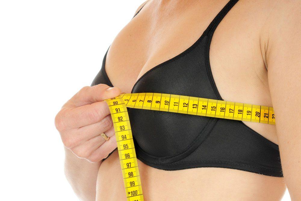 Le café entraîne-t-il la diminution des seins chez la femme?
