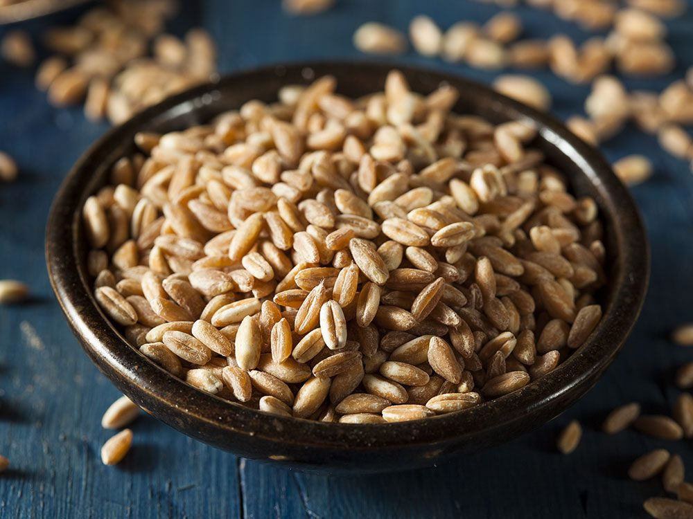 Le farro est l'un des grains anciens nutritifs et riches en protéines.