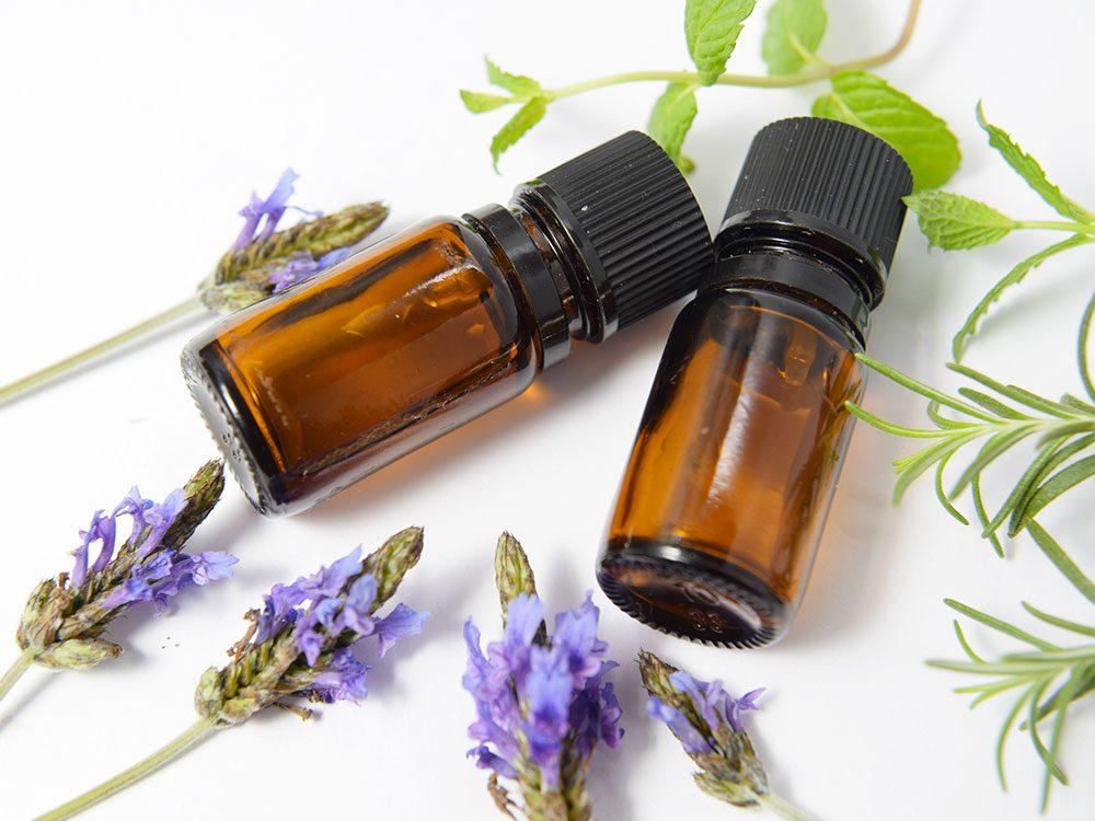 Utiliser l'huile d'arbre à thé pour traiter les infections à levures.