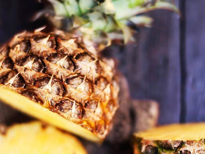 Parmi les aliments anti-inflammatoires, on retrouve l'ananas.