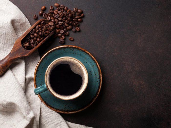 Parmi les aliments anti-inflammatoires, on retrouve le café.
