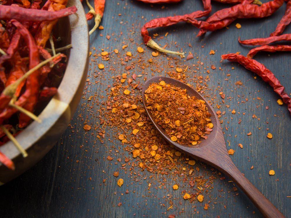 Parmi les aliments anti-inflammatoires, on retrouve le poivre de cayenne.