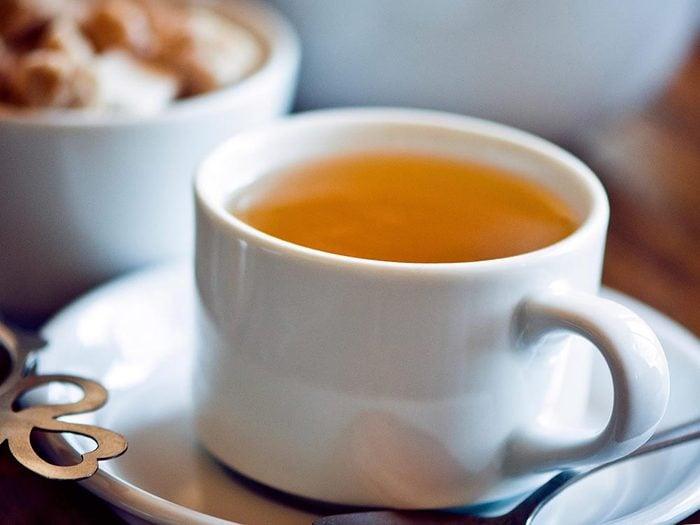 Parmi les aliments anti-inflammatoires, on retrouve le thé vert.