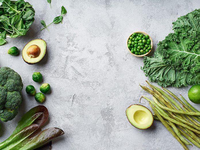 Le chou frisé (kale), le brocoli et le chou vert peuvent soulager les douleurs articulaires et musculaires.