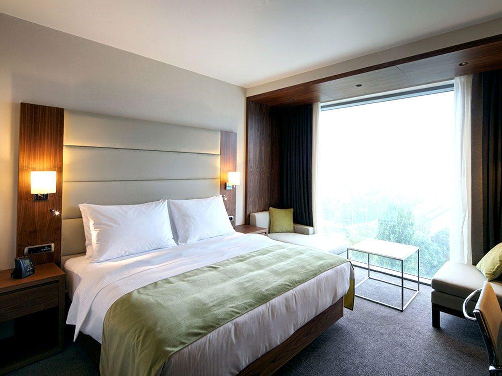 Les chambres d'hôtel sont l'un des principaux moyens de propagation des punaises de lit.