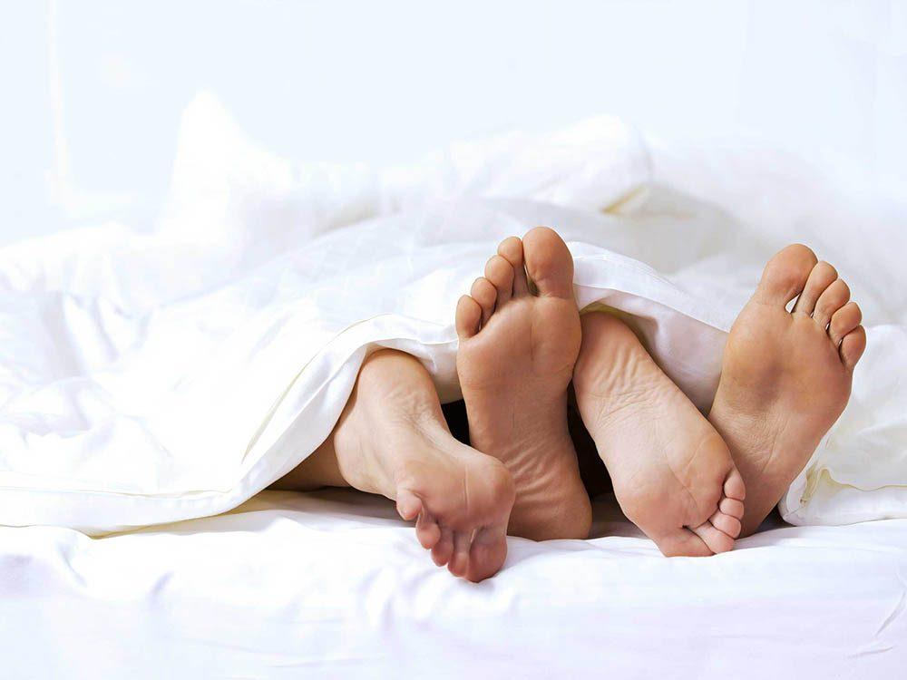 Dans la chambre à coucher, faites l'amour.
