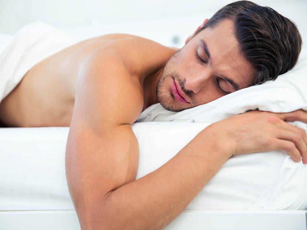 Conseils pour la chambre à coucher: dormez nu.