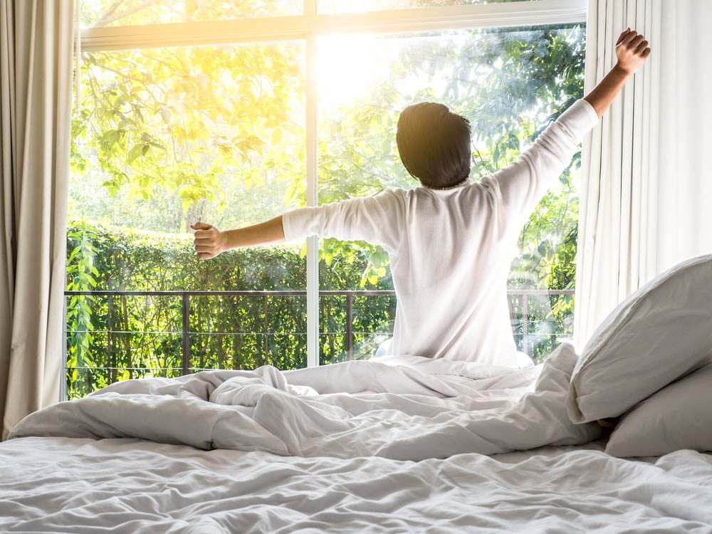 Conseils pour la chambre à coucher: étirez-vous au réveil.