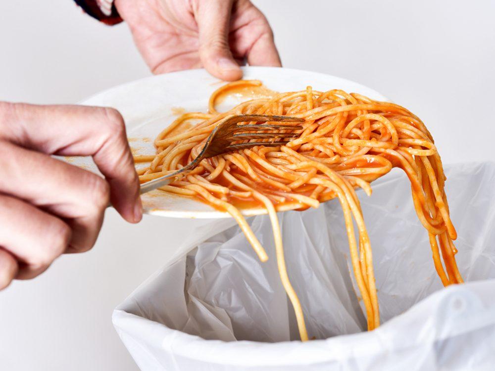 Réduire le gaspillage alimentaire pour vous faire économiser beaucoup.