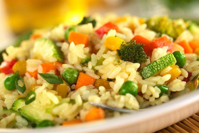 Ne réchauffez pas le riz au microonde.