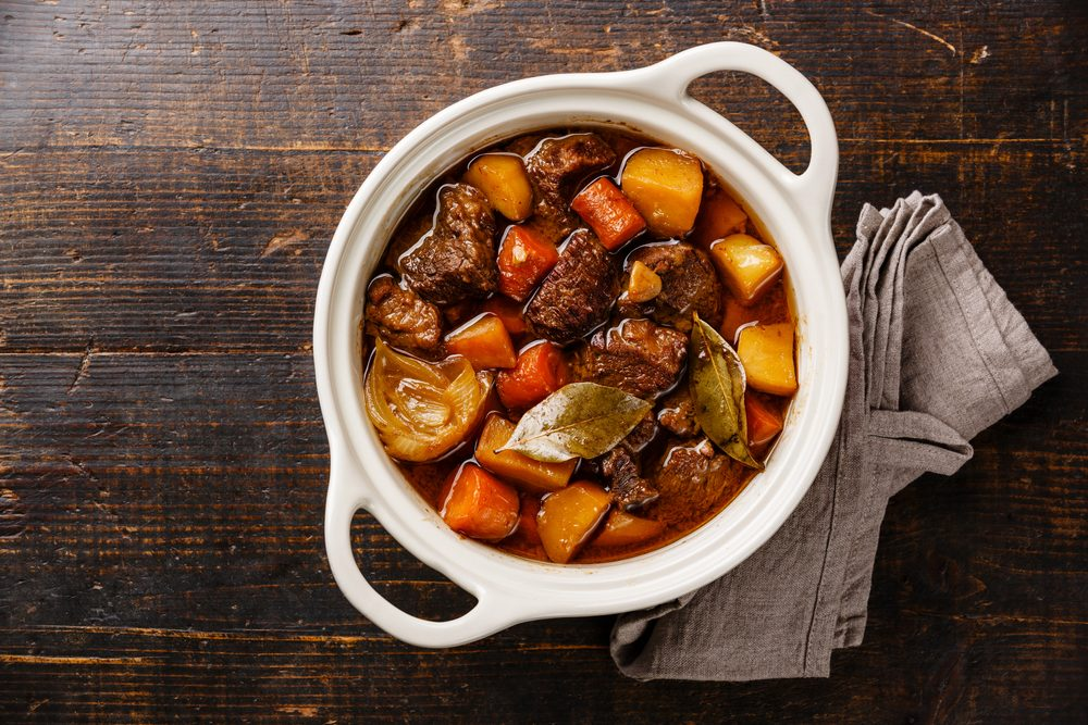 Pour couper des calories, optez pour un ragoût plutôt que des viandes grasses.