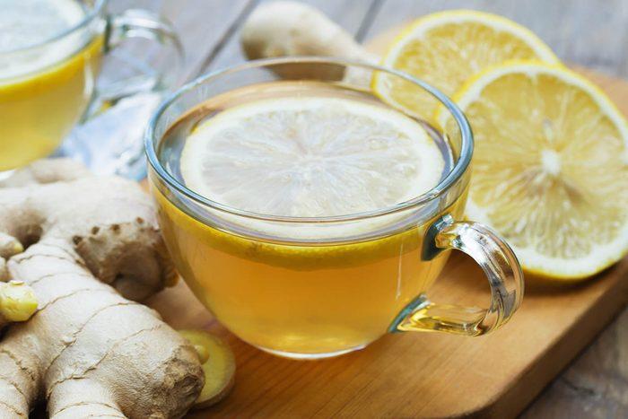 Détox : buvez une infusion citron et gingembre.
