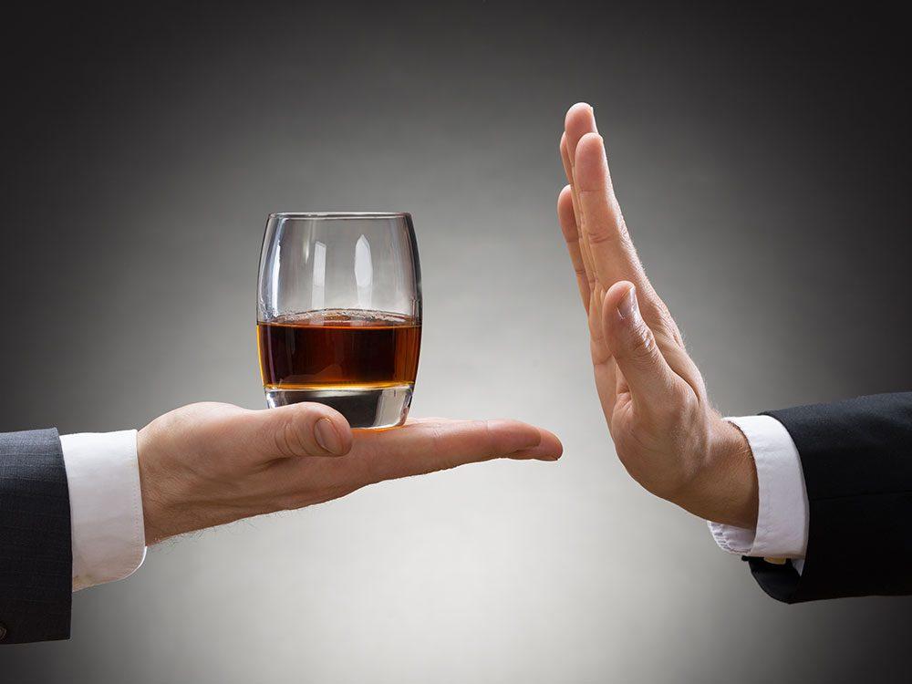 Évitez l'alcool pour éviter la goutte.