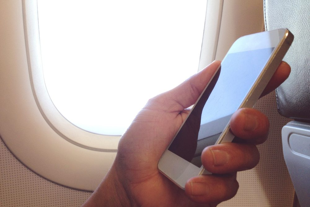 Cellulaire dans l'avion: un danger.