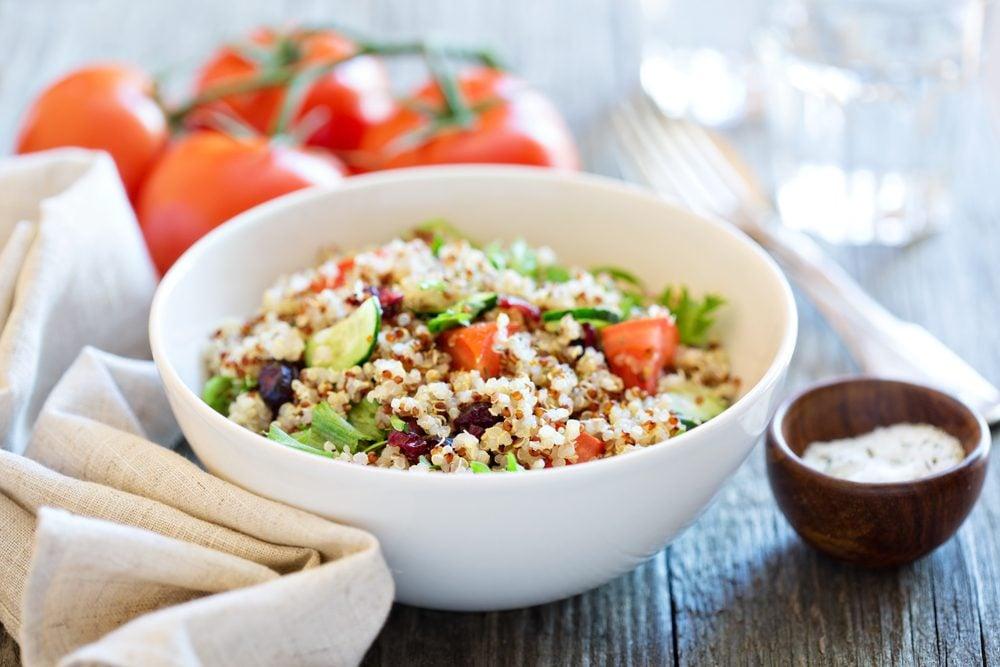 Salade à l'orge et au feta, sauce aux agrumes