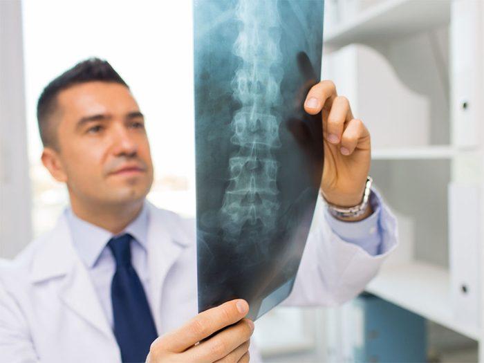 La chirurgie peut soulager votre mal de dos.