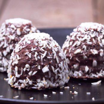 Recette de « Truffes » à la noix de coco et au chocolat (sans cuisson)