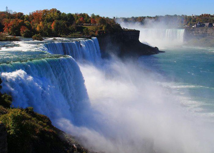 Lors d'un voyage au canada, passez par les chutes du Niagara.
