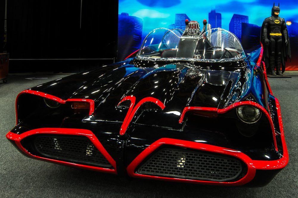 """Voiture célèbre : le Ford Lincoln transformé de """"Batman""""."""