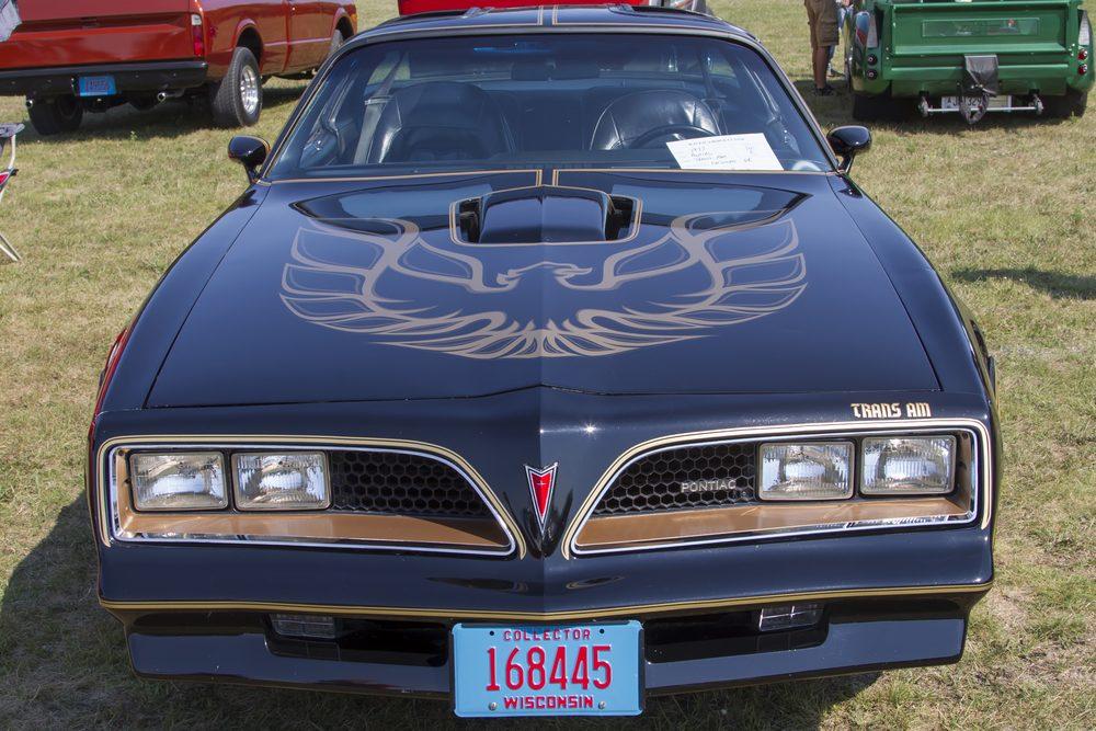 """Voiture célèbre : le Pontiac Firebird Esprit 1977 de """"200 dollars plus les frais""""."""