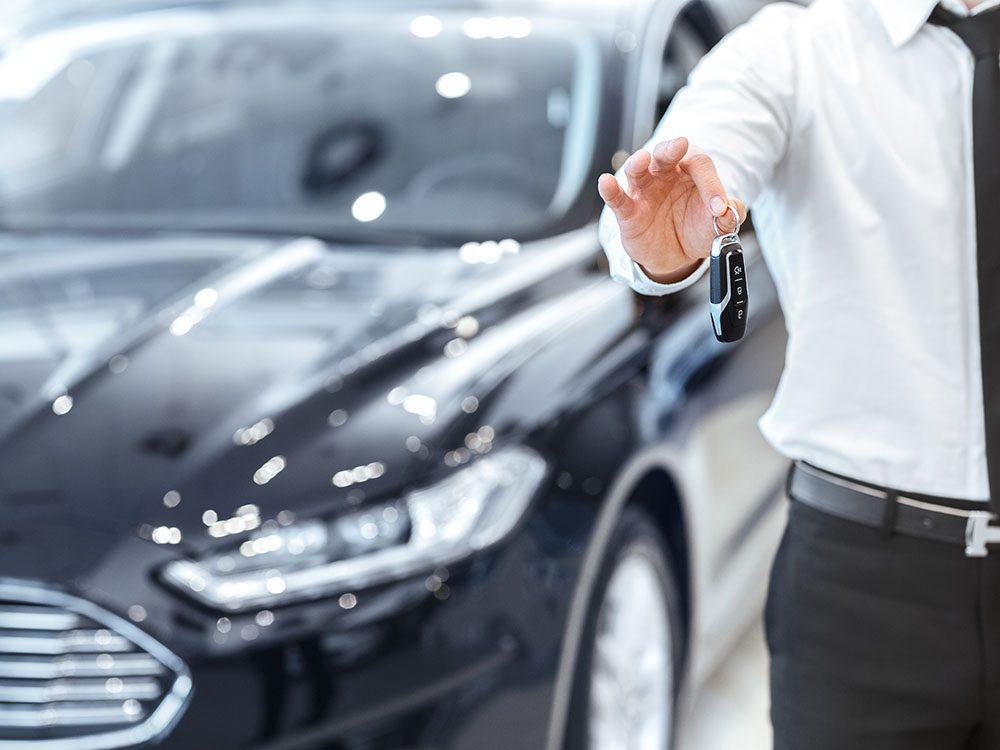 Lors l'achat d'une voiture, négociez sur la marge de profit des vendeurs.