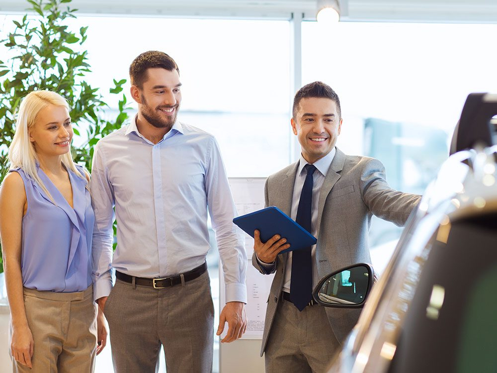 Lors de l'achat d'une voiture, négociez avec un seul vendeur.