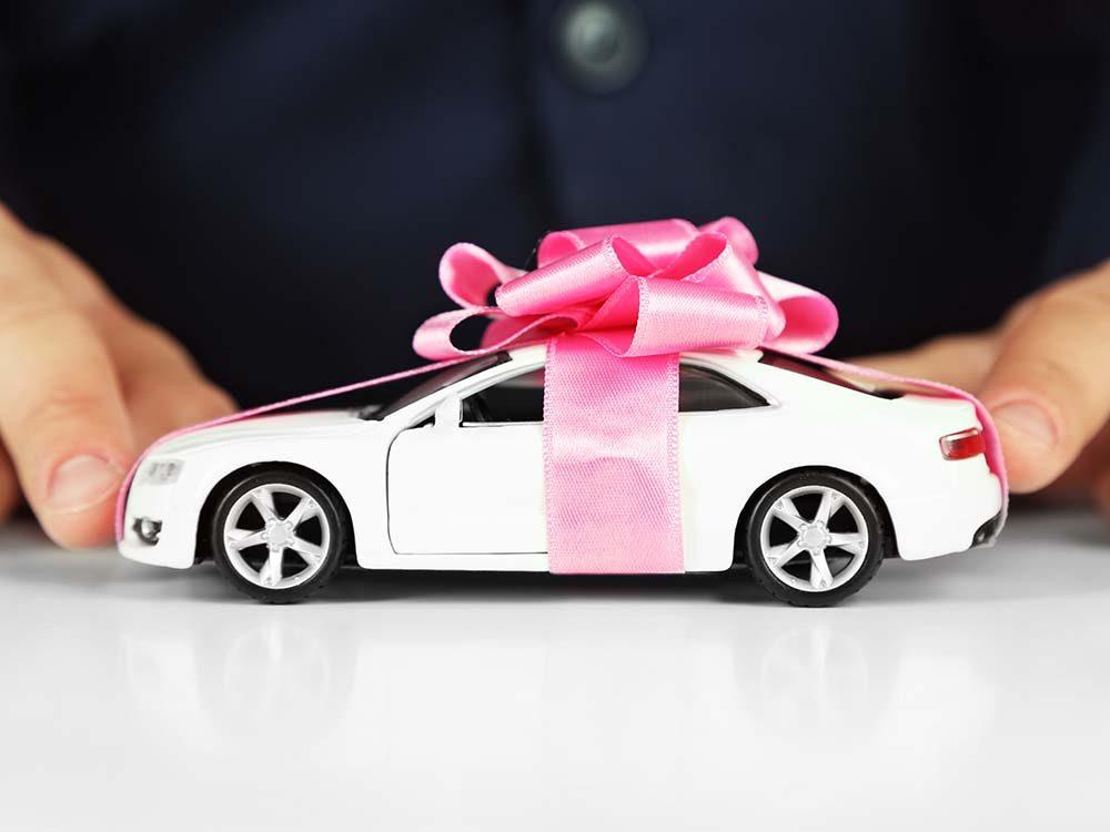 Pour l'achat d'une voiture, il ne faut pas se fier au prix affiché sur la publicité.