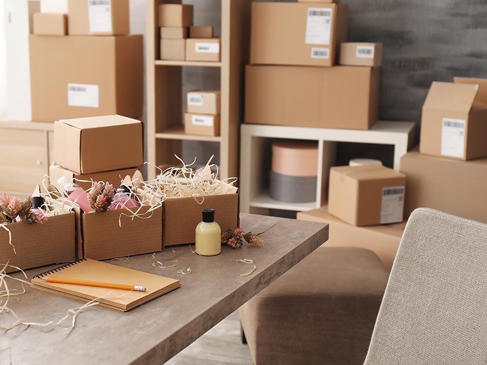 Entretien ménager: n'utilisez pas de boite en carton pour faire du rangement.