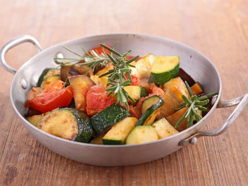 Éviter le gaspillage alimentaire en évitant les légumes trop cuits.