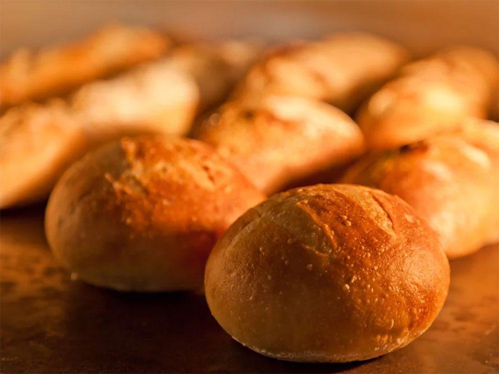 Éviter le gaspillage alimentaire en évitant les petits pains rassis.