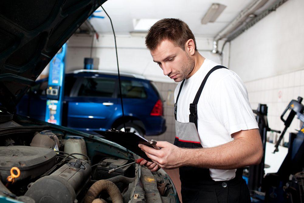 Si le mécanicien n'arrive pas à réparer le véhicule en se basant sur son propre diagnostic et sa propre soumission, et qu'il vous annonce qu'il faudra effectuer une autre réparation pour parvenir à quitter les lieux, il s'agit probablement d'une manœuvre coutumière de l'établissement.