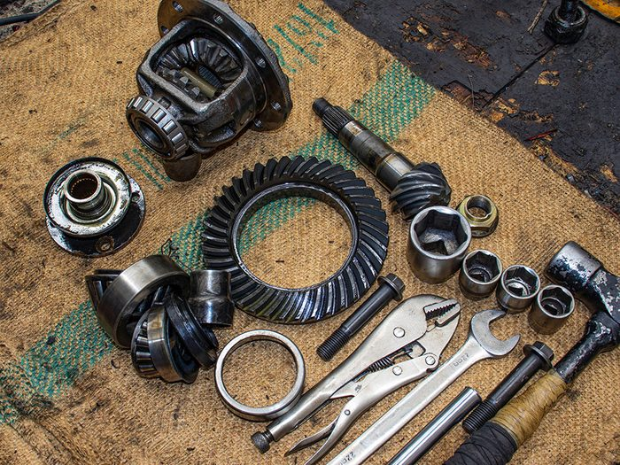 Réparation de voitures: refus de remettre les pièces usagées.