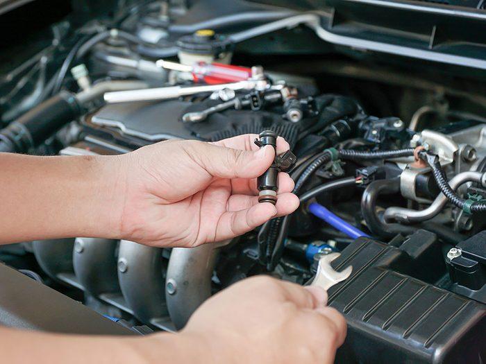 Réparation de voitures: le nettoyage des injecteurs.