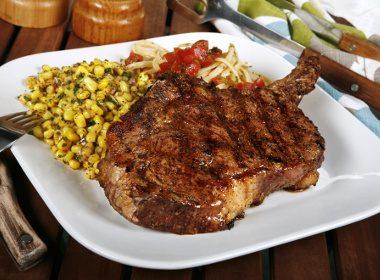 Bifteck au chili et pain grillé à la mode texane