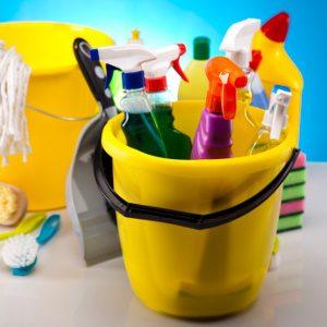 Les nettoyants domestiques, les pesticides, les peintures et les solvants