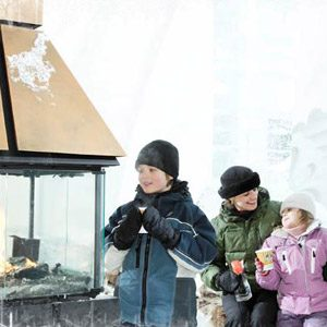5. Passez une nuit dans un palais de glace, un attrait touristique à ne pas manquer!