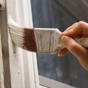 5. Enlever des traces de peinture sur les vitres
