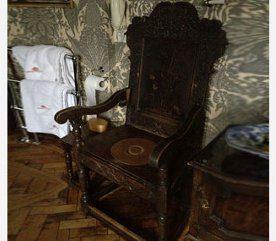 Prenez place sur le trône :