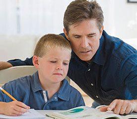 4. Aidez-les dans leurs devoirs