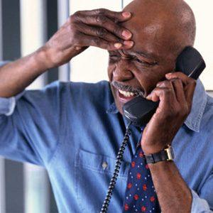 10. Nous aimons beaucoup téléphoner aux débiteurs quand ils sont au travail, histoire de faire monter la pression.
