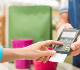 4. Utiliser les cartes de crédit des commerces pour bénéficier des rabais en n'effectuant que les paiements minimums.