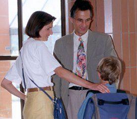 21. Depuis que l'économie va mal, il semble que de plus en plus de parents acceptent n'importe quel emploi qu'ils peuvent obtenir, ils font des heures de fous et ils négligent leurs enfants.