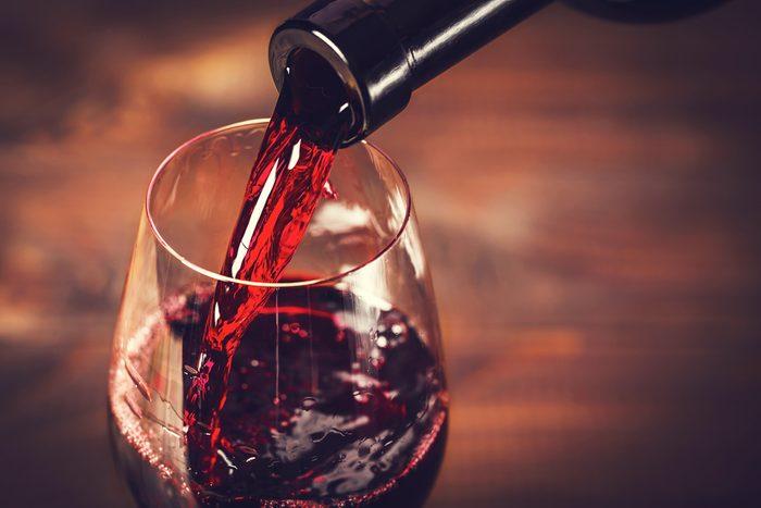 Le vin rouge ralentit la progression des tumeurs et du vieillissement