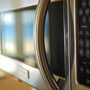 3. Les fours à micro-ondes émettent un rayonnement dangereux