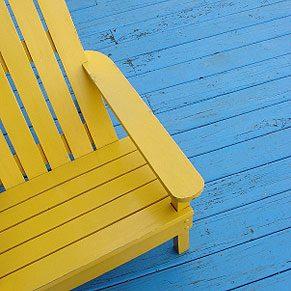 3. Raviver du mobilier de jardin en plastique