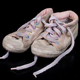 2. Emballer les chaussures des enfants
