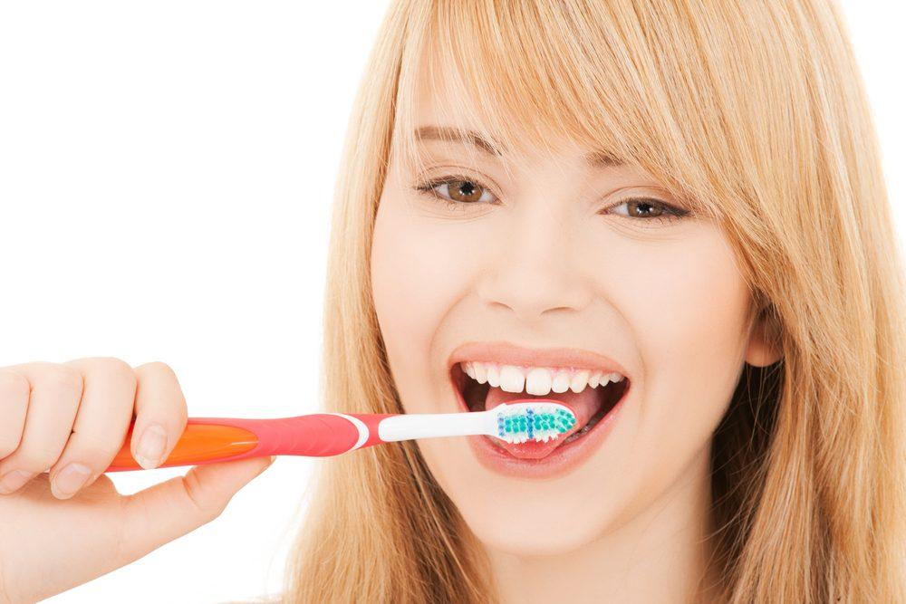 4. Brossez votre langue durant une minute.