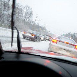 Protéger le pare-brise de la neige